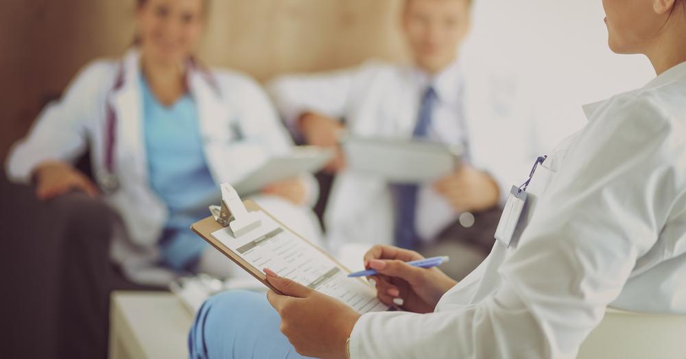 Znanym przykładem działania farmaceutów w zespołach interdyscyplinarnych są szpitale w Hiszpanii, w których odbyły się staże polskich farmaceutów (fot. Shutterstock)