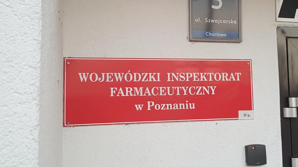 Pracownicy Wielkopolskiego Wojewódzkiego Inspektoratu Farmaceutycznego w Poznaniu żądają publikacji sprostowania w Głosie Wielkopolskim (fot. MGR.FARM)
