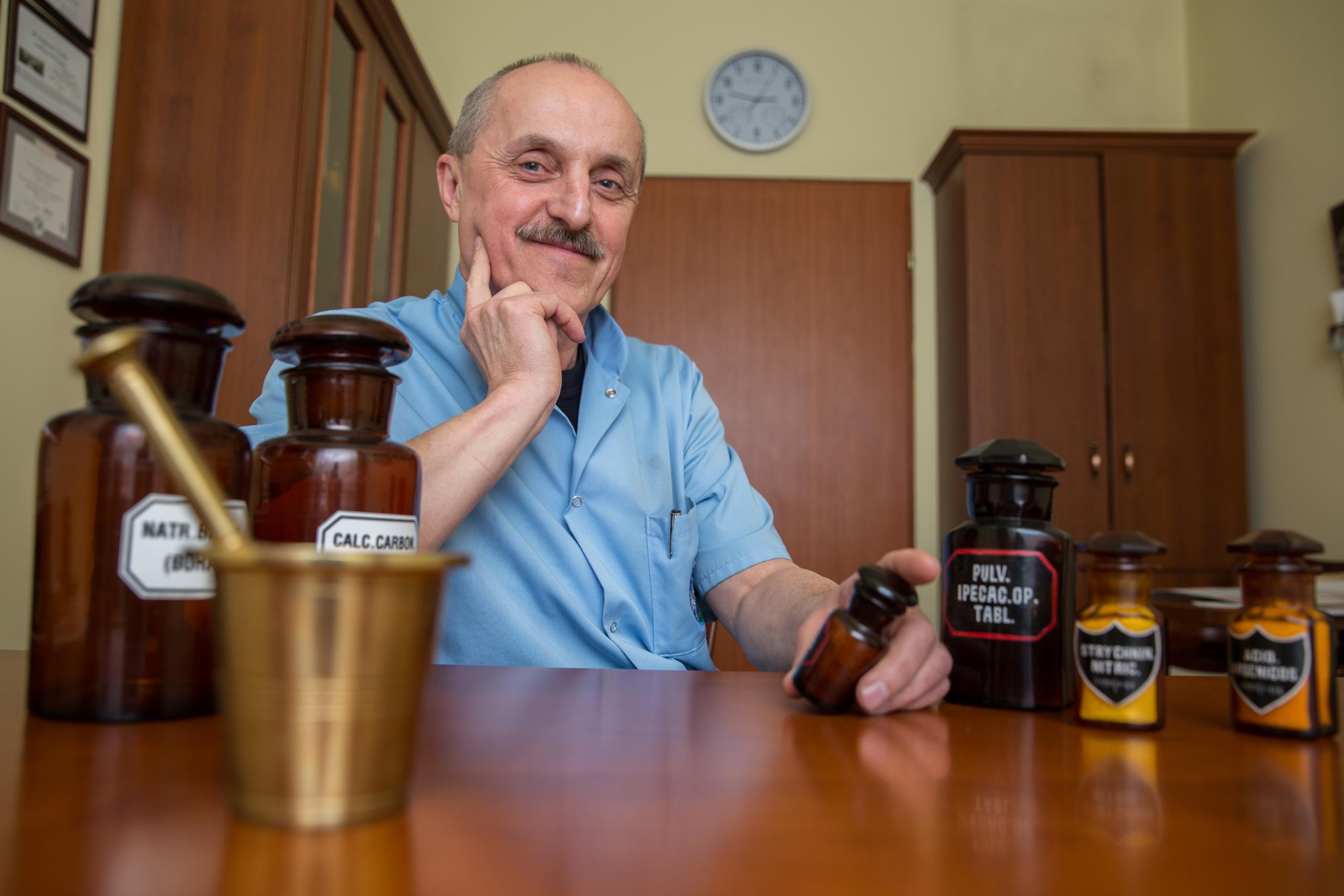Mgr farm. Walenty Zajdel - Kierownik Apteki Szpitalnej SP ZOZ MSWiA w Krakowie (fot. WZ)